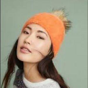 New with tags orange faux fur pom orange beanie 🍊